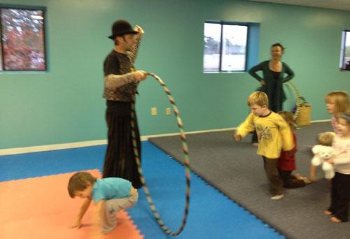 children-kids-circus-entertainment-lesson-classroom-hoop-assembly-wilmington-nc-artist