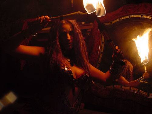 fire-belly-dancer-venice-CA-ILM-torch-fire-eater-fakir-fashion